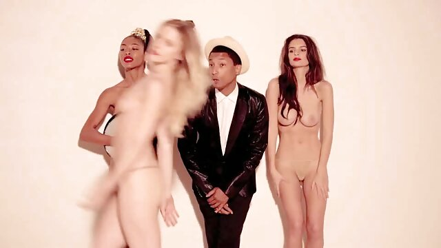 Gwen film x lesbienne black sous la douche