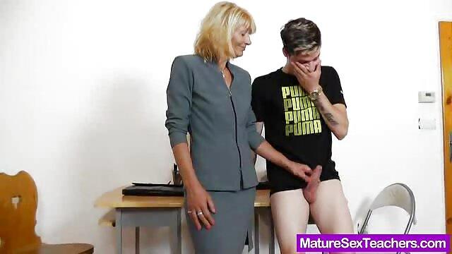 Les étudiants ont jeté un goner de leur cours pour leur montrer leur pénis et ont été filmxlesbiennes surpris de la taille