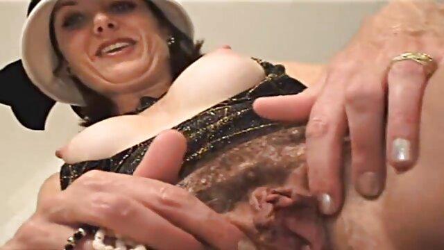 Une fille de nationalité ukrainienne crie en sanglotant et des gens baisent dans le cul pour que de la vapeur sorte film lesbienne x gratuit du trou