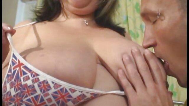 Développe un cul avec ses doigts et film porno x lesbienne se prépare mentalement à l'introduction prochaine d'un pénis épais