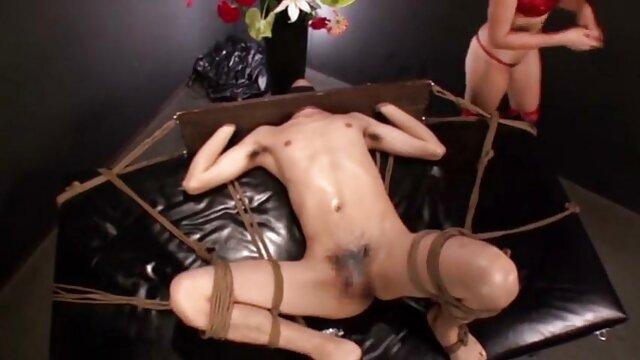 Nika film porno avec lesbienne