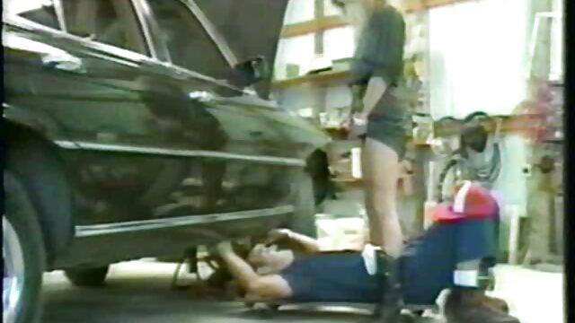Yana - Bikini film x lesbienne streaming dans les garages