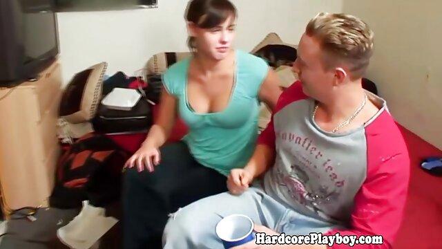 Fille sucer vidéo x lesbienne pisun avec des boucles et des boucles, sellé un homme sur un banc