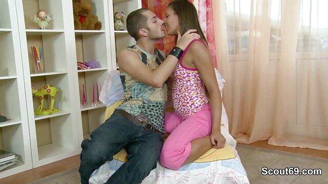 Il a enlevé film x amateur lesbienne sa culotte de sa femme endormie, s'est allongé à côté de lui et a mis son pénis dans sa chatte poilue